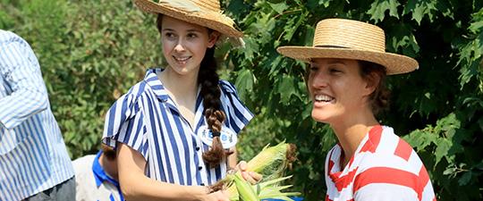 Dscovery Students (NHE)prepare corn